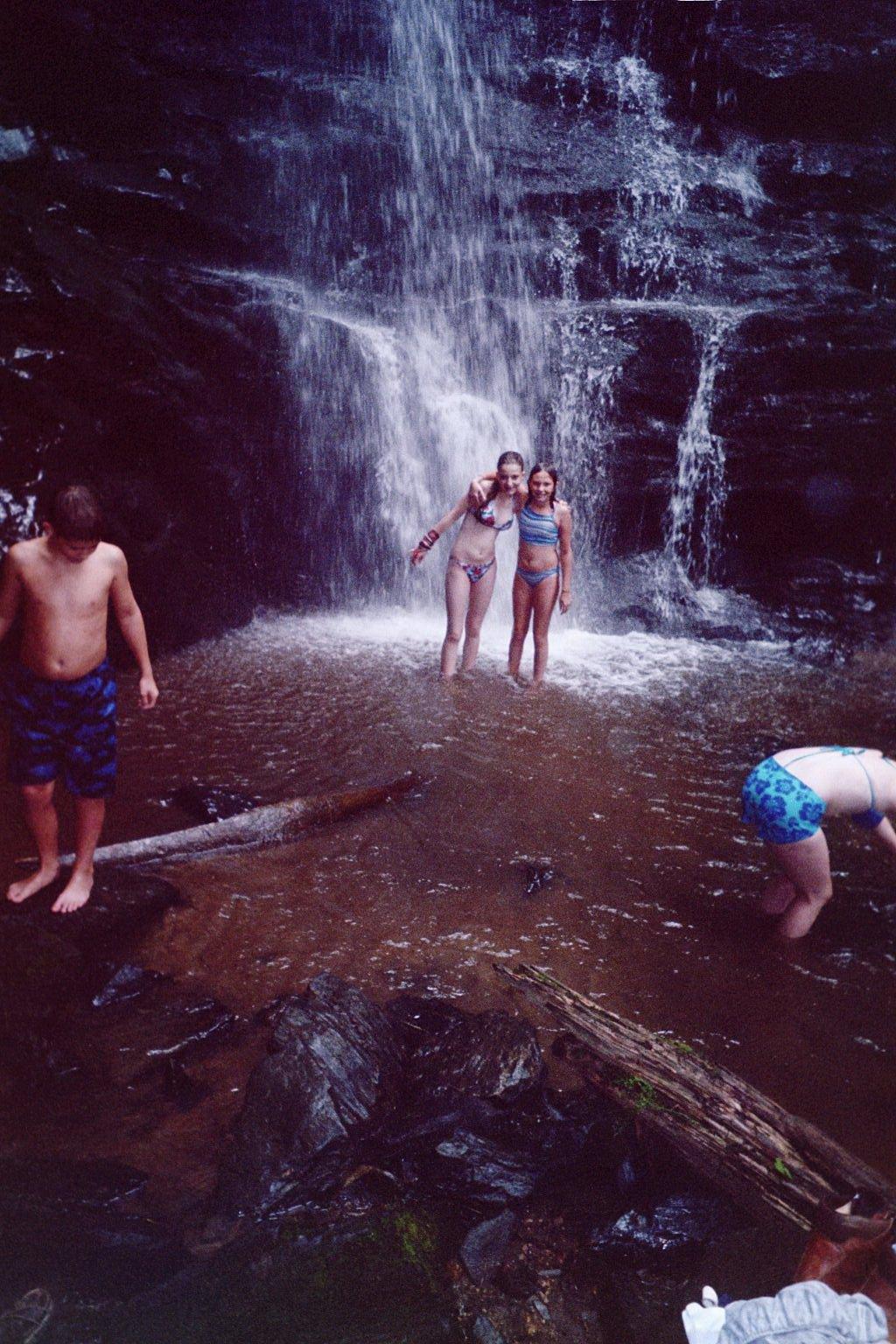 girlsinwaterfall